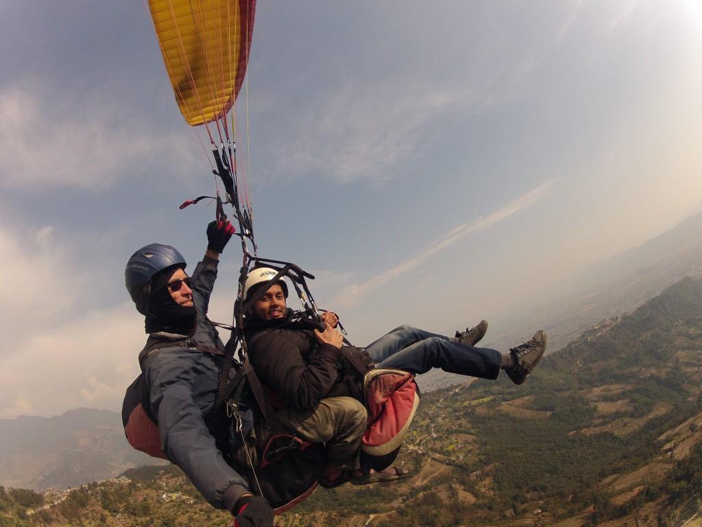 Le me paragliding at pokhara ...